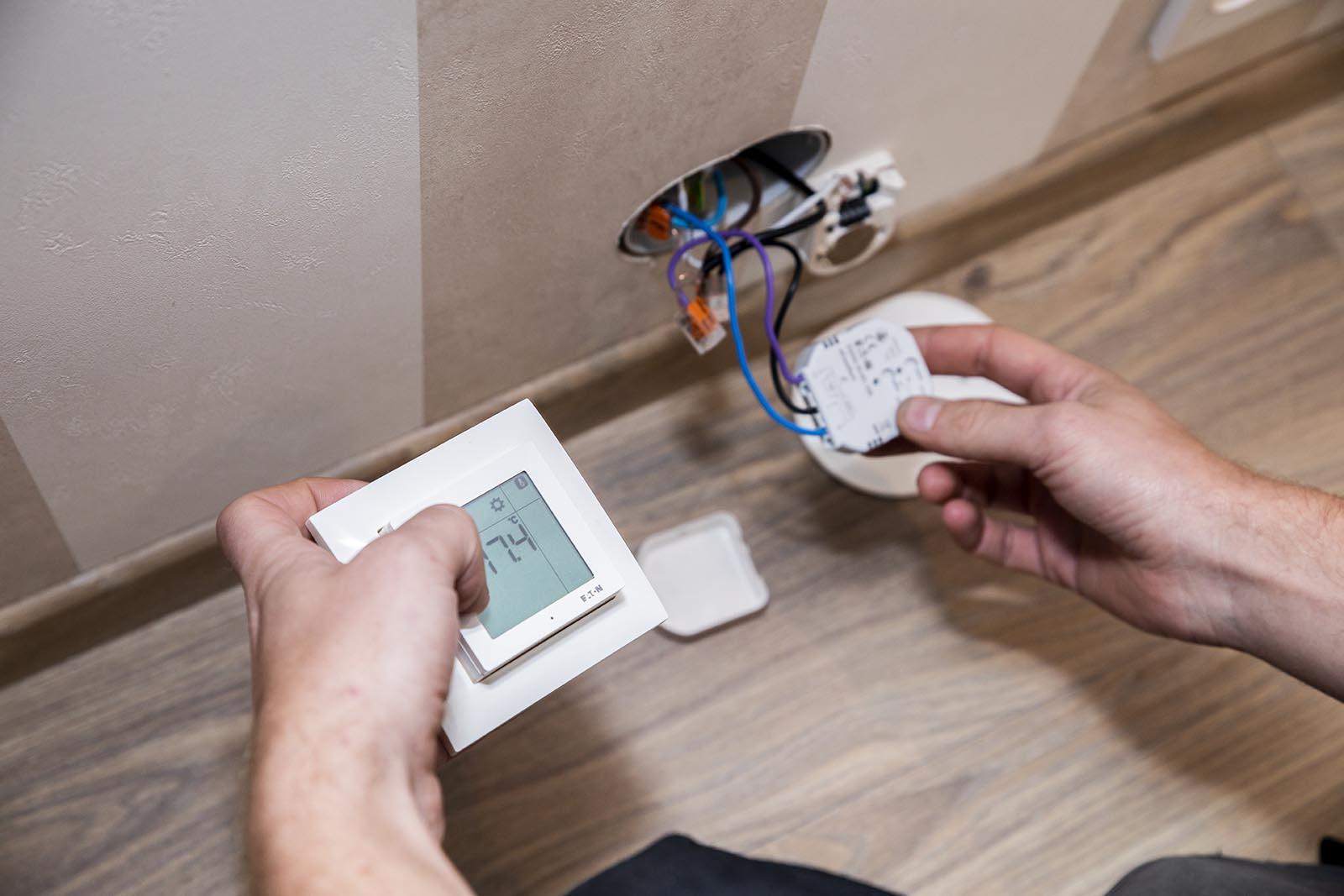 smarthusløsninger med Installasjon av gulvvarme og termostat